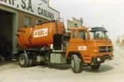 camión cisterna de limpieza antiguo