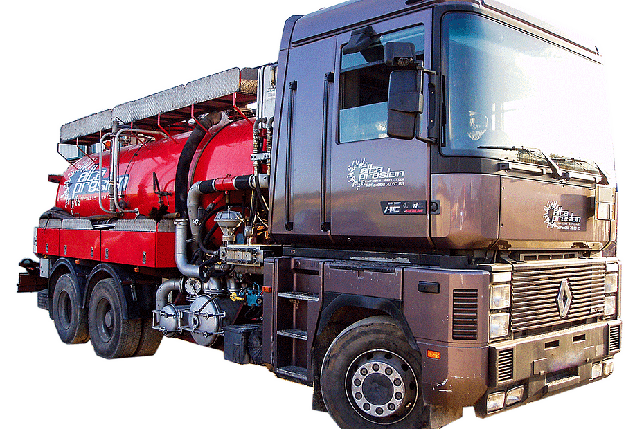 Camion cisterna desatasco de empresa AltaPresion