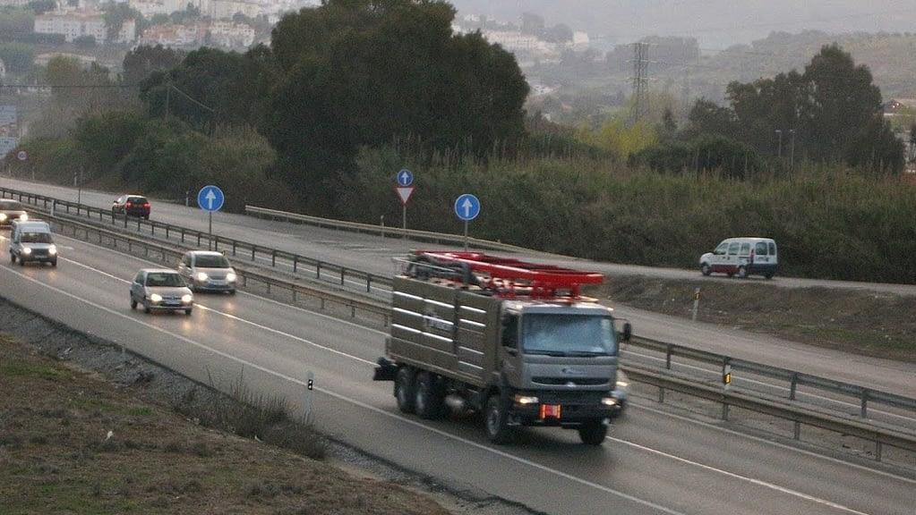 Camion cisterna para Limpiezas con agua a presión y aspiración